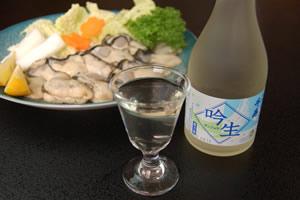 むき身の牛窓牡蛎と地酒